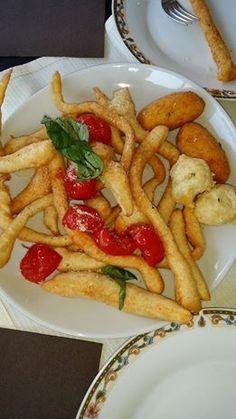 Ferdinando - Straccetti con pomodoro, basilico e parmigiano alla Pizzeria Lombardi, in via Foria #napoli #pizzerialombardi