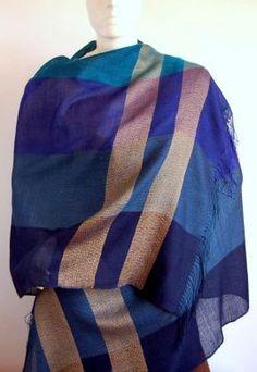 Blauer #Webschal aus #Babyalpaka #Wolle und #Seide. Eleganter #Schal aus kostbarer Babyalpaka Wolle und Seide gewebt. Luftig leicht und extra groß