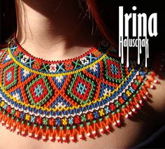 Kranz& halssmykke m/brill. w/si, kæde Seed Bead Necklace, Multi Strand Necklace, Boho Necklace, Fashion Necklace, Necklaces, Indian Earrings, Beaded Earrings, Beaded Jewelry, Beaded Collar