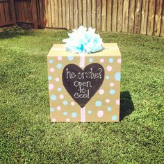 He or She? Open to see! Box filled with colored balloons of which the baby is.