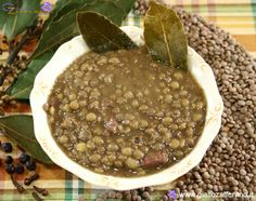 Las lentejas según la tradición, se comen al final del año,porque llevan riqueza. :) Pero independientemente de la tradición  son un buen plato.