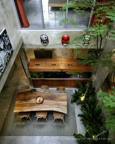 House with patio and indoor tree by Design Atelier - Decoration World Terraced House, Condo Kitchen Remodel, Interior Architecture, Interior Design, Futuristic Architecture, Design Design, Courtyard House, Terrace House Japan, Patio Dining