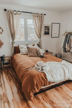 Cinnamon is definitely the shade that will define the year to come. Add it to your bedroom decor with linen bedding! Photo by Melinda Woodard Source by magiclinen Decor habitacion Comfy Bedroom, Bedroom Inspo, Room Decor Bedroom, Urban Bedroom, Bedroom Ideas, Master Bedroom, Aesthetic Bedroom, Dream Rooms, My New Room