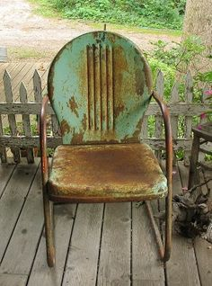 vintage lawn chair with character....love these. reminds me of grandpa and granma cell in their garden.