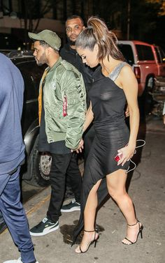 Trahie par les flashs, Selena Gomez dévoile ses seins, et plus…