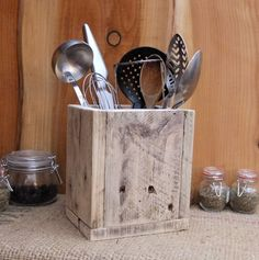 Rustic Kitchen Utensil Storage / Holder - Reclaimed wood box - Made From Reclaimed Pallet Wood - Available In 3 Finishes. Diy Furniture, Wood Crafts, Wood Pallets, Rustic Furniture, Reclaimed Pallet Wood, Wood Diy, Kitchen Utensil Storage, Rustic Kitchen, Rustic Storage