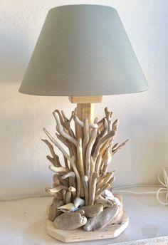 Χειροποίητο επιτραπέζιο φωτιστικο με θαλασσοξυλα και οστρακα. Summer Crafts, Table Lamp, Lighting, Driftwood, Home Decor, Lamp Table, Decoration Home, Light Fixtures, Room Decor
