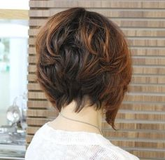 short layered bob with highlights