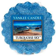 Yankee Candle - Ciel Turquoise (Turquoise Sky) - Ciel turquoise …l'air calme et iodé aux accents d'herbes marines et de musc flotte légèrement au-dessus des vagues de l'océan … partez à l'aventure sous un beau ciel bleu.