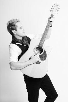 Derek Ryan - Ireland's biggest country star! #countrymusic #irishcountry #ireland #guitar #country #derekryan #music  www.derekryanmusic.com Irish Country Music, Big Country, Hot Guys, Hot Men, Ed Sheeran, Guitar, Stars, Ireland, Sterne