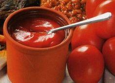 """Да-да, вот такой я кетчуп наварила в этом году, объедение! Все кетчупы """"Балтимор"""" - просто бормотуха по сравнению с моим, а """"Хайнс"""" или как его там - ГМО чистейшей воды. Короче, барышни, вот рецепти… Eastern European Recipes, European Cuisine, Sauce Recipes, Vegan Recipes, Cooking Recipes, Food Storage, My Favorite Food, Favorite Recipes, Cooking Beets"""