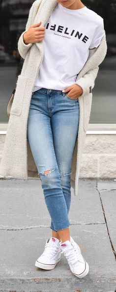 Casual outfit idea: coat + top + jeans Outfits 2019 Outfits casual Outfits for moms Outfits for school Outfits for teen girls Outfits for work Outfits with hats Outfits women Outfits With Converse, Outfits With Hats, Mode Outfits, Jean Outfits, Fashion Outfits, Fashion News, Jeans Fashion, Women's Fashion, How To Wear White Converse