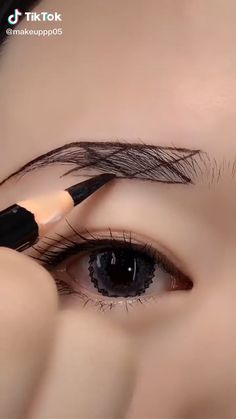 Makeup Tips Eyeshadow, Eyebrow Makeup Tips, Makeup Tutorial Eyeliner, Eye Makeup Art, Smokey Eye Makeup, Skin Makeup, Makeup Brushes, Eyebrow Tutorial For Beginners, Makeup For Beginners