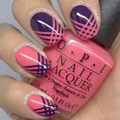 uñas violeta y curuba con cintas