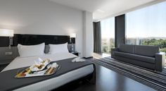 Eurostars Palace Córdoba Located on Paseo de la Victoria, in the centre of Córdoba, Eurostars Palace is a modern hotel offering a seasonal rooftop swimming pool with a sun terrace and loungers.  Each air-conditioned room has free Wi-Fi, a sofa, satellite TV and minibar.