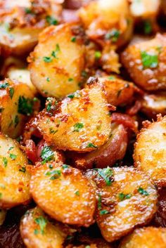 Roasted Garlic Butter Parmesan Potatoes - These epic roasted potatoes with garli. Roasted Garlic Butter Parmesan Potatoes - These epic roasted potatoes with Vegetarian Recipes, Cooking Recipes, Healthy Recipes, Soup Recipes, Chicken Recipes, Healthy Soup, Recipies, Dinner Healthy, Lunch Recipes