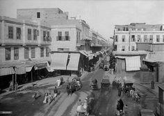 لقطة نادرة من حي الموسكي بالقاهرة سنة 1912 .