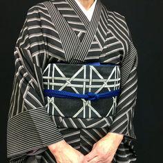 着物のコーディネートです。 直線の美。嶋の柄の強弱、配置でリズムが生まれているようです。