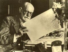 Sigmund Freud en su gabinete