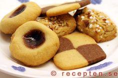 Recept på många goda klassiska småkakor att servera till fika. Enkla recept med bilder steg för steg.