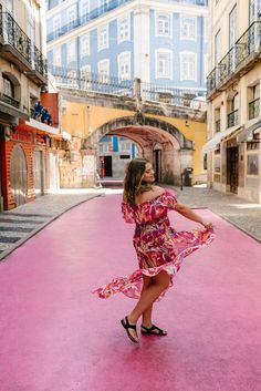 12 Coolest Neighborhoods In Europe - Save A Train Fashion Images, Fashion Pictures, Photo Trop Belle, World Of Fashion, Girl Fashion, Presets Lightroom, Surf, The Perfect Girl, Black Flare Dress