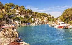 Cala Figuera – Mallorca's most beautiful fishing village Menorca, Beautiful Places To Visit, Beautiful Beaches, Barcelona Restaurants, Beaux Villages, Sport Fishing, Fishing Rods, Going On Holiday, Fishing Villages