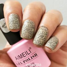 You may always do your nail designs with glowing results! They are eye-catching indeed! But how about try the matte result which is plain but still dignity? With the golden stamping flowers, nobility hiden in the low-key! Nail Art Designs, Nail Stamping Designs, Elegant Nail Designs, Stamping Nail Art, Matte Gel Polish, Matte Nails, Bio Gel Nails, Diy Nails, Low Key