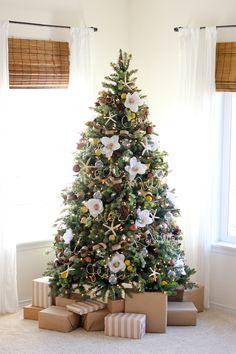 Floral Christmas Tree // MichaelsMakers Delia Creates