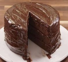 5 Ways To Upgrade Boxed Cake Mix - Chocolate Recipes Matilda Chocolate Cake, Chocolate Cake Mix Recipes, Chocolate Pudding Cake, Chocolate Cake Mixes, Homemade Chocolate, Cake Recipes, Chocolate And Vanilla Cake, Chocolate Cream, Cupcakes