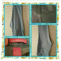 👖💙 EUC Sky Blue Denim Capris Size 26W 💙👖 Like New Sky Blue Denim Capris From Woman Within Size Is 26W. These Have Been Worn & Washed But Are In Excellent Condition. There's No Holes, Stains Or Other Damage Just Normal Wear 🚫 TRADES 🚫 PAYPAL 🚫 OFFERS PRICE IS FINAL MARKDOWN 💙👖 Woman Within  Jeans Ankle & Cropped