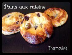 Pour vous remercier d'être aussi nombreux à nous suivre sur le blog et sur notre page Facebook (plus de 800!! ) voici une recette de pains aux raisins qui a bercé toute mon enfance.. Ma viennoiserie préférée.. Celle qui me faisait toujours de l'œil dans...