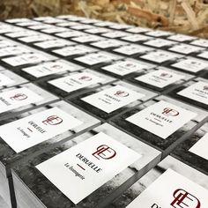 5000 Cartes De Visite Imprimees En Offset Noir Et Rouge A Chaud Pretes Etre