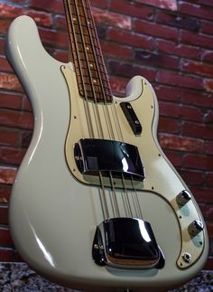 Fender AV '63 P bass in Faded Sonic Blue