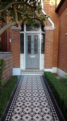 black and white victorian reproduction mosaic tile path battersea York stone rope edge buxus london front garden Front Garden Path, Front Path, Front Door Steps, House Front Door, Garden Paths, Victorian Front Garden, Victorian Front Doors, Victorian Terrace House, Victorian House London