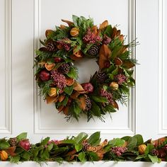 SEASONAL – CHRISTMAS – the magic of the holiday makes another appearance in an adorable presentation of holiday decor with the holiday fruit wreath. Christmas Door Wreaths, Christmas Flowers, Holiday Wreaths, Christmas Decorations, Holiday Decorating, Decorating Ideas, Outdoor Christmas, Rustic Christmas, Christmas Crafts