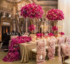 A round up of 15 Glamorous Wedding Tablescapes that will have you in full awee… Trend 2019 – Wedding Tables – Wedding Flowers – Wedding Rings Glamorous Wedding, Luxury Wedding, Gold Wedding, Wedding Table, Diy Wedding, Wedding Flowers, Dream Wedding, Wedding Ideas, Fuschia Wedding