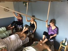 By using all the parts of your feet with thought and intention, you'll give your ashiatsu client a more detailed and specific barefoot massage. Self Massage, Thai Massage, Foot Massage, Massage Classes, Massage Therapy, Massage Room Design, Massage Place, Shoulder Massage, Massage Business