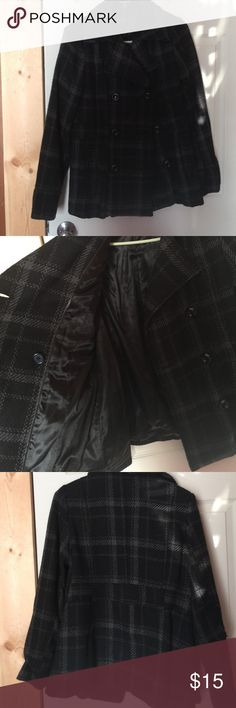 Womens Button up Warm coat with Silky Inside 💋Discounted Bundles💋 ▪️Make all offers through the button!  ▪️100% 5 star Feedback ⭐️ ▪️Fast shipping 📬 ▪️No trades 🚫 ▪️Condition- worn few times excellent used condition  ▪️Description- gray and black women's wool feeling button up coat, silky soft inside. Very nice and very warm ▪️Closet closed 10/19-11/01 George Jackets & Coats Pea Coats