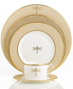 Kate Spade china - New York 'June Lane Gold' Dragonfly Dinnerware Collection <> Gorgeous! Dinnerware Sets, China Dinnerware, Modern Dinnerware, Place Settings, Table Settings, Restauration Hardware, Lenox China, Dragonfly Art, Dinner Sets