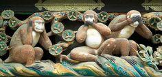 Les Trois Singes de la Sagesse : Mizaru - Kikazaru - Iwazaru / Tosho Gu Temple - Japon
