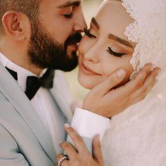 #wedding #weddingdress #robe #robedemariée #gelin #gelinlik #düğün #mariage Wedding Couples, Wedding Poses, Wedding Dresses, Wedding Engagement, Foto Wedding, Dream Wedding, Cute Muslim Couples, Bridal Photography, Save The Date Photos
