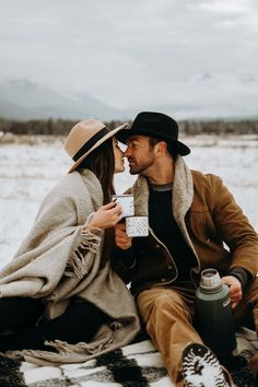 WINTERBERRY Couple Photoshoot Poses, Couple Photography Poses, Winter Photography, Couple Shoot, Photography Portraits, Photography Ideas, Mountain Photography, Winter Engagement Photos, Engagement Photo Outfits