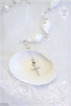 shell chain - Ozma of odds Advent Candles, Crystal Snowflakes, Catholic Jewelry, Snow Angels, Crystal Crown, Christmas Bells, Amazing Grace, Beach Themes, Ribbon Bows