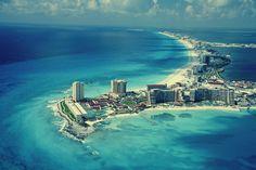 """22 kilómetros de prístinas playas blancas que en conjunto forman un número """"7"""". #BestDay #Cancun #OjalaEstuvierasAqui"""