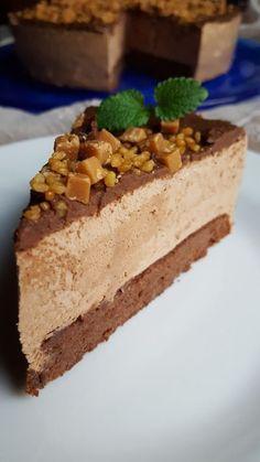 Etter å ha vært på besøk hos Freia ble jeg veldig inspirert til å lage en god sjokoladekake. Her... Norwegian Food, Norwegian Recipes, Pie Crumble, Types Of Cakes, Pudding Desserts, Fancy Desserts, Pavlova, Cakes And More, Coffee Cake