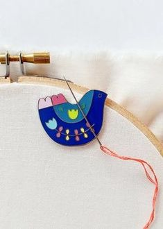 needleminder – folk art bird Needle Minders, Sewing Rooms, Space Crafts, Sheep, Hand Sewing, Folk Art, Sewing Crafts, Owl, Birds