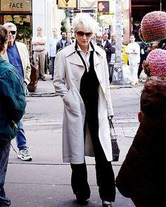 """ถูกใจ 105 คน, ความคิดเห็น 2 รายการ - Meryl Streep (@merylstreepfann) บน Instagram: """"Walking down the street with this beauty  • • • • #thedevilwearsprada #merylstreep #newyork…"""""""
