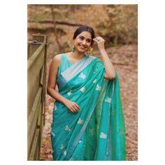 Blue Silk Saree, Pure Silk Sarees, Indian Wedding Gowns, Saree Poses, Bridal Lehenga Collection, Stylish Blouse Design, Saree Photoshoot, Saree Trends, Organza Saree