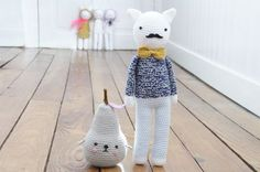 I wanna make stuff so bad right now- poire et moustache Crochet Art, Love Crochet, Crochet Toys, Crochet Patterns, Beautiful Crochet, Softies, Moustaches, Fabric Dolls, Plush Dolls
