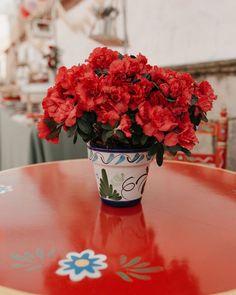 """42 Me gusta, 0 comentarios - Platitos de Azúcar (@platitosdeazucar) en Instagram: """"La feria ⠀⠀⠀⠀⠀⠀⠀⠀⠀ Hace unos años nos contactaron para una fiesta sorpresa en la familia , ahora…"""" Vase, Instagram, Home Decor, Anniversary Surprise, Sevilla, Decoration Home, Room Decor, Jars, Vases"""
